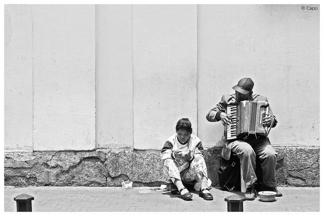 Ganandose la vida enEcuador by ccreativo, via Flickr