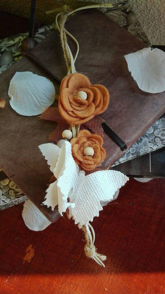 Guarda questo articolo nel mio negozio Etsy https://www.etsy.com/it/listing/505896395/bracciale-in-corda-e-pelle-con-fiori-e