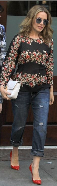 Who made Kylie Minogue's white purse and rose print long sleeve top that she wore in New York?