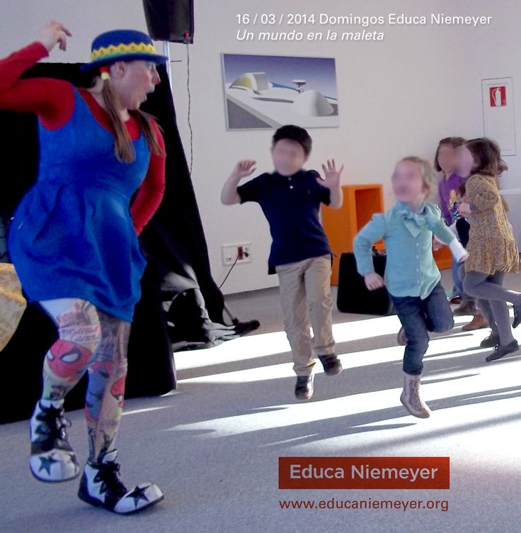 """¡Domingos Educa Niemeyer! Ayer: """"Un mundo en la maleta"""" El próximo domingo 23 de marzo: Cuentacuentos """"Yo no soy Caperu"""" - Reserva on-line en: http://www.educaniemeyer.org/p613358-domingos-educa-nimeyer.html"""