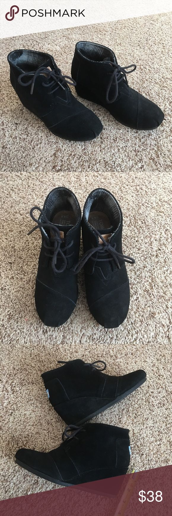 Authentic Toms Black Wedge Shoes Authentic! Gorgeous Toms black shoes💕 Size 6.5 and very comfortable! These are USED and in good condition. NO TRADE ❌ FINAL PRICE, NO DISCOUNT ❌ Toms Shoes