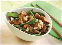 HG's Veggie-Loaded Cashew Chicken - Serving Size: 1/2 of recipe (about 1 1/2 cups), Calories: 318, Fat: 9.5g