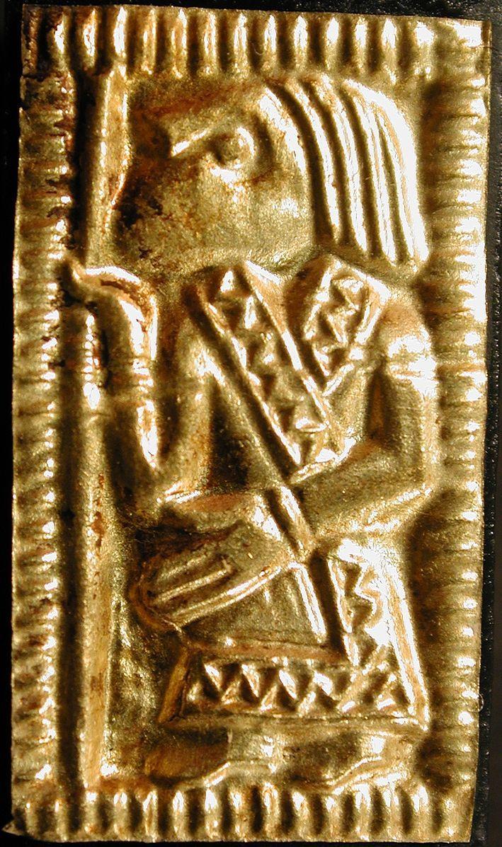 File:A-II-2 guldgubber depicting a man.jpg