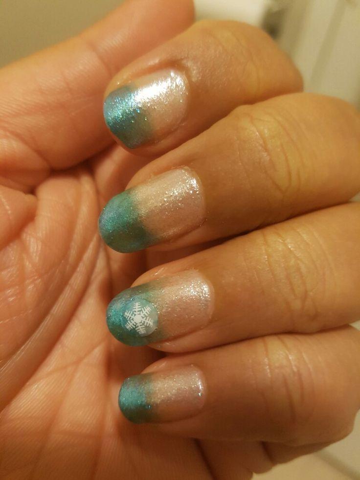 Stardust nails #winter # gradient # nail art # snow flake #pretty #my nail art #fall design