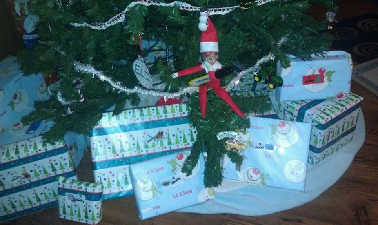 December 18, 2011...SILLLLLY Stanley crossed out Eli's name on all his presents and wrote Stanley ;): Shelf Printable, Elf Johnny, Christmas Elf, Elf Ideas, Elfs, Elf S, Elf On The Shelf, Cox Gage, Elves