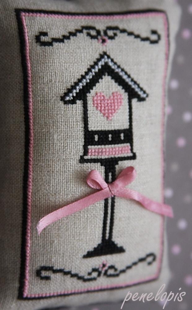 downloaded. Penelopis' cross stitch freebies: Budka dla ptaszka/House for bird