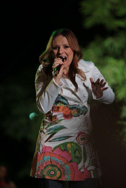 Ewelina Flinta; Koncert Razem #MimoWszystko z udziałem gwiazd i #NGOs, 2011 rok, wielki finał #Kraków #koncert #muzyka fot. M. Kowalski