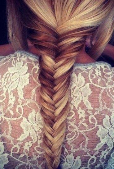 Treccia a lisca di pesce per capelli bicolour