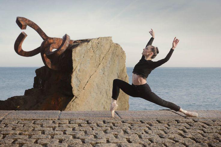 Sesión de fotos en Donostia con la bailarina de ballet Iratxe Beorlegui, primera bailarina de la Compañia Nacional de Danza de Mexico. Fotos de Ballet en el Peine del viento.