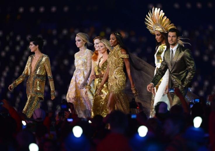 Supermodellen brengen ode aan Britse mode op de Olympische Spelen.