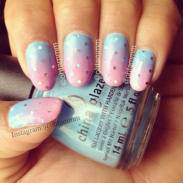 Gradient nails with glitter placement by ohtammm