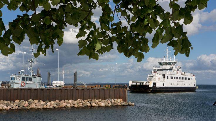 """Rørvig-Hundestedfærgen """"Isefjord"""" i Rørvig havn"""