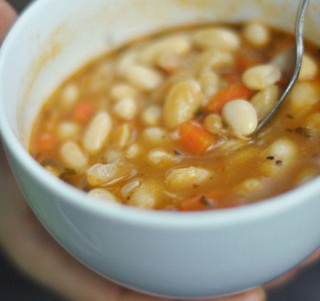 La ricetta veloce per preparare una minestra di fagioli e patate indimenticabile con l'aiuto della pentola a pressione