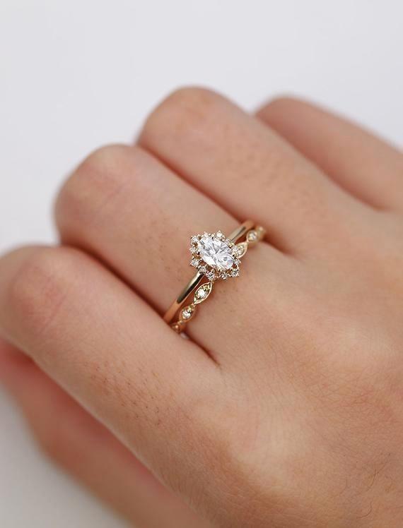 Vintage Verlobungsring Set Oval Cut Moissanite Verlobungsring Gelbgold Diamond Halo – Ideen für die Hochzeit