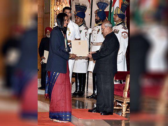 Pranab Mukherjee presents Rajiv Gandhi Khel Ratna award to Batminton Player P V…