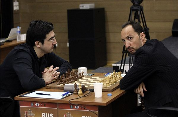 No eye contact. Kramnik-Topalov, Khanty-Mansiysk 2014.