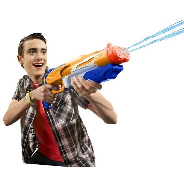 El Double Drench es una pistola de agua con cañón de chorro doble, capacidad para 798 ml y un alcance de hasta 8,5 metros. ¡Un lanzador Nerf Super Soaker para batallas refrescantes!