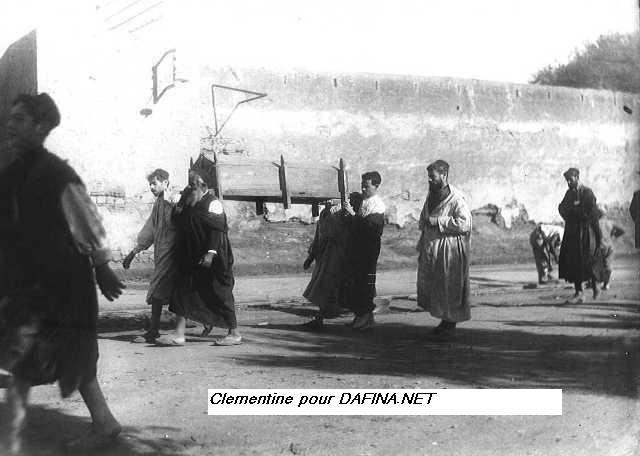 Une photo de 1920, un enterrement juif a Fes