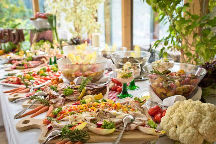 Buffet mit Kärntner Spezialitäten im Hotel Almrausch****  www.almrausch.co.at