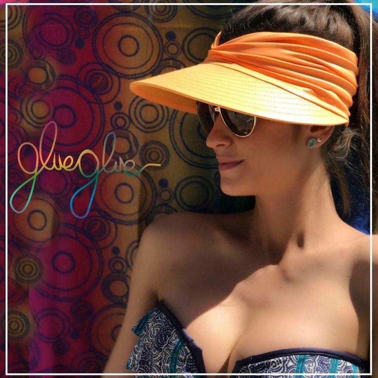 Saia do básico! Que tal a viseira glueglue laranja para enriquecer o seu look praia? Vista proteção fashion sustentável!  #gluegluedelivery #viseira #viseiras #fashion #trend #tendencia #umadecadacorporfavor #tendencia2017 #dermatologistapproved #dermatologistabarradatijuca #dermatologistaipanema #elasvestemglueglue #dermatologistanabarra #protecaouv #protecaosolar #modelo #vogue #voguebrasil #atrizglobal
