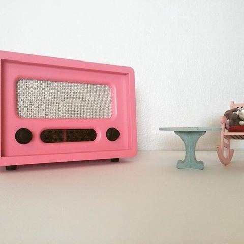 Antika görünümlü radyo, uzaktan kumandali, usb baglantı girişli, pille çalışır, sipariş ile istenilen renkte boyanabilir ☺️🌸💕 #antikaradyo #pemberadyo #dekoratifradyo #pembe #radyo #fm #retro #vintage #çeyiz #dekoratif #sunum #ahşapradyo