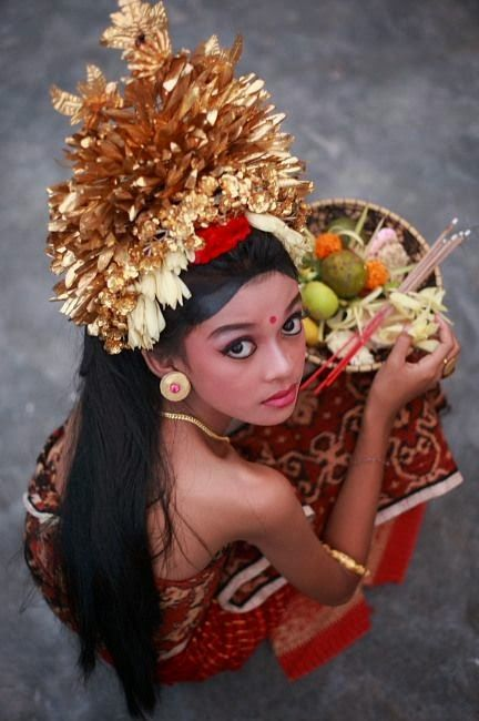 "Bali - Bali girl with her ""sajeng"" temple offering ॐ Bali Floating Leaf Eco-Retreat"