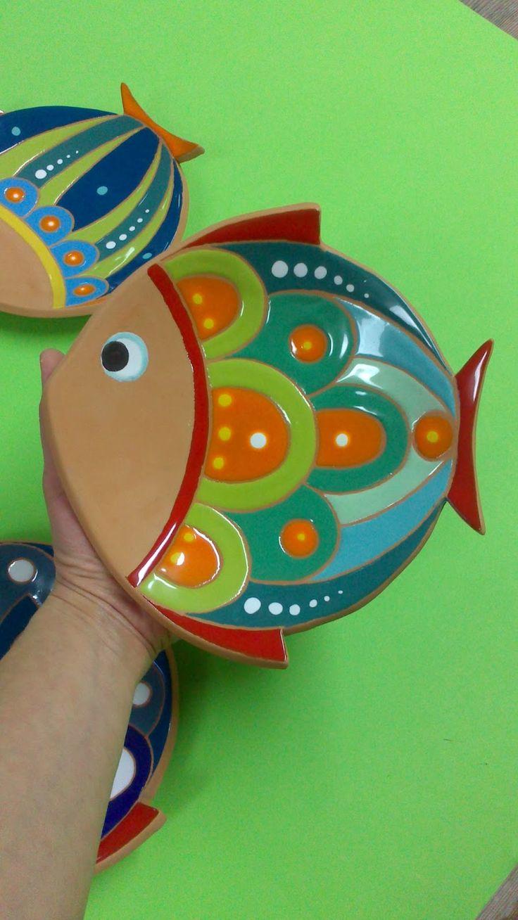 ceramica come mestiere: Pesci svuotatasche. Colorati ed allegri.