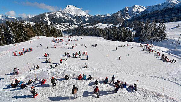 Espace ludique pour les enfants: jardions des neiges. Découverte de la glisse. Domaine skiable portes du soleil, ski enfant, ski en famille