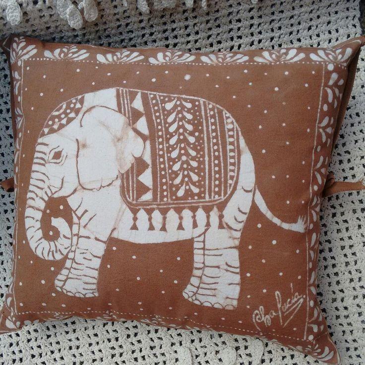 Cojines hechos con arte en Batik,  para decorar con diseños y estilo únicos