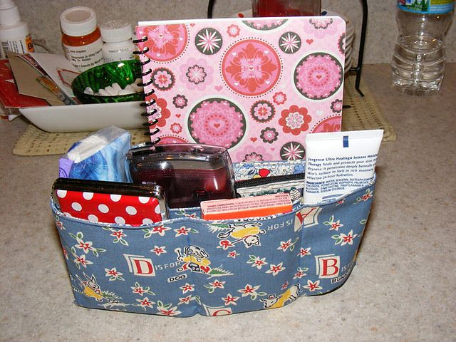 One Hour DIY Purse Organizer -Link to instructions: http://www.thegivingflower.de/patterns/Purse_Organizer_Recipe18_11.pdf