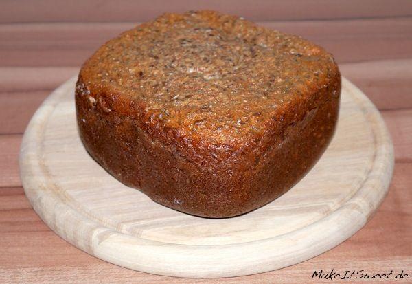 Low Carb Eiweissbrot aus dem Brotbackautomat Rezept