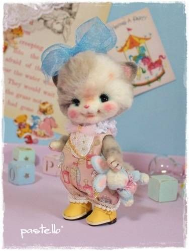 Needle felted kitten holding toy rabbitt. By pastello from Japan