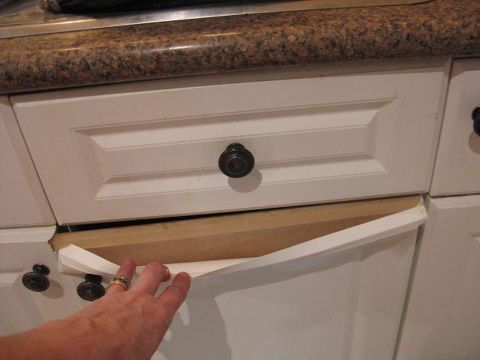 How Do You Paint Laminate Kitchen Cupboards When They Re Peeling In