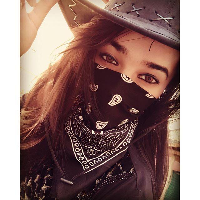 #mulpix Pretty face? Nah... I'm a bandit   #wildwest  #wild  #west  #theme  #cowboyhat  #bandit  #bandana  #cowboy  #hat  #cow  #boy  #longhairdontcare