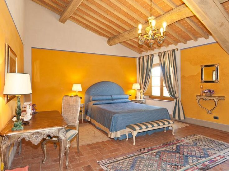 Tuscany Luxury Vacation Rental sleeps 12 pax with Outdoor Pool