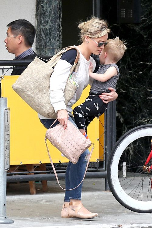 Hilary Duff and Mike Comrie take their son Luca to brunch on May 25, 2014