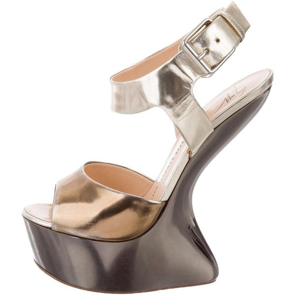 Pre-owned Giuseppe Zanotti Metallic Wedge Sandals (225 AUD) ❤ liked on Polyvore featuring shoes, sandals, gold, wedge heel shoes, leather shoes, metallic leather sandals, genuine leather shoes and leather buckle sandals