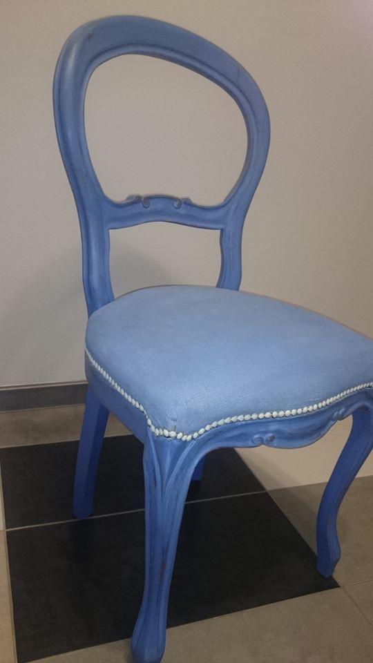 Krzesło ludwikowskie w całości pomalowane farbami Annie Sloan.