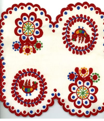Régi - Old Matyó  (Hungarian embroidery)