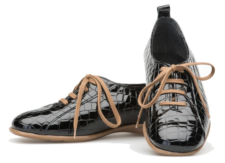 Palmroth shoe with laces black croco