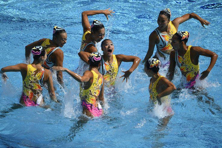 テーマ「AMATERASU~輝く夜明け」に合わせ、表情豊かに水上を躍動する8人 #リオ五輪 #シンクロ