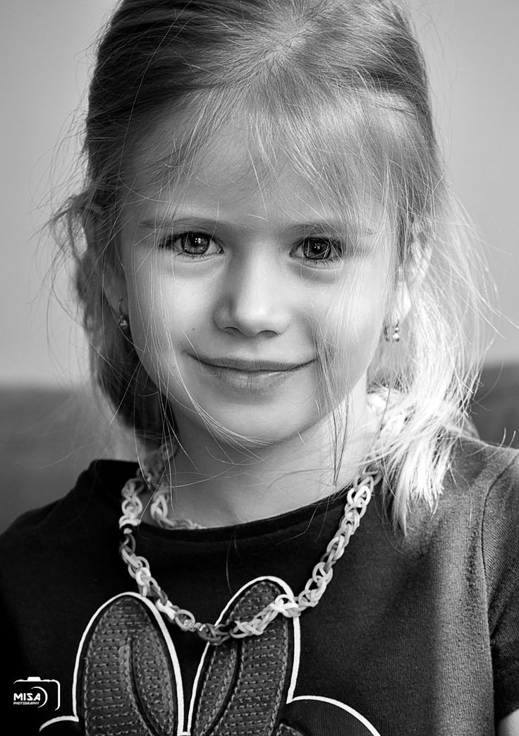 Little girl portrait - null