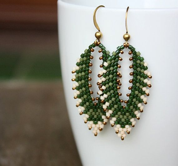 Hey, I found this really awesome Etsy listing at https://www.etsy.com/listing/214550087/green-leaf-beaded-earrings-peyote