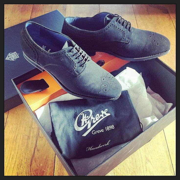 Blij blij blij; m'n nieuwe #Greve schoenen zijn binnen! Zwart suede brogues met een blauwe voering... ;-) #myview #mycloset #shoes