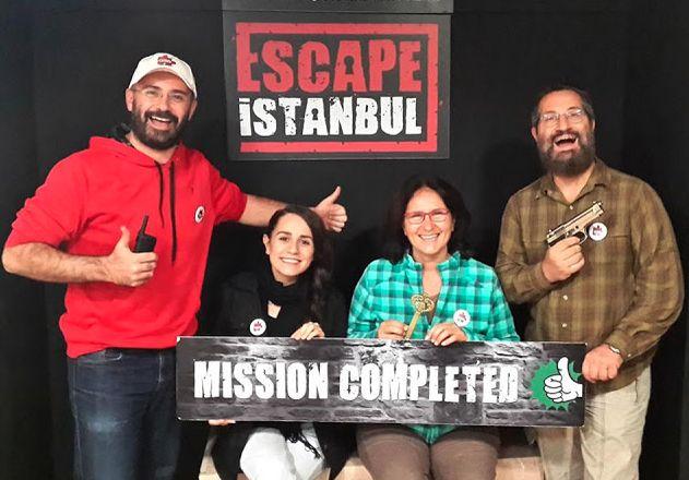 Bu sefer de Istanbul'dan kaçtık. Escape Istanbul - Kadıköy'de bulmaca odaklı bir roomescape oyunu. Bu aralar korku temalı çok olduğu için bulmaca temalı demek zorunda kalıyoruz. Lütfen bu konuya dikkat edelim, etmeyenleri de uyaralım :D