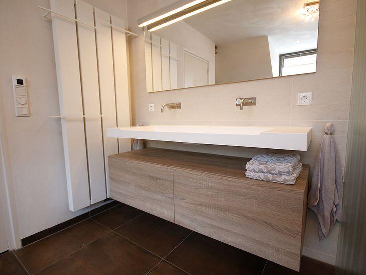 De combinatie van het wastafelmeubel en het dressoir van Assenti zorgt voor een rustige warme uitstraling.