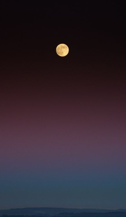 ✯Never take for granted the majesty in the familiar. The moon has always made me marvel at the One who created it.