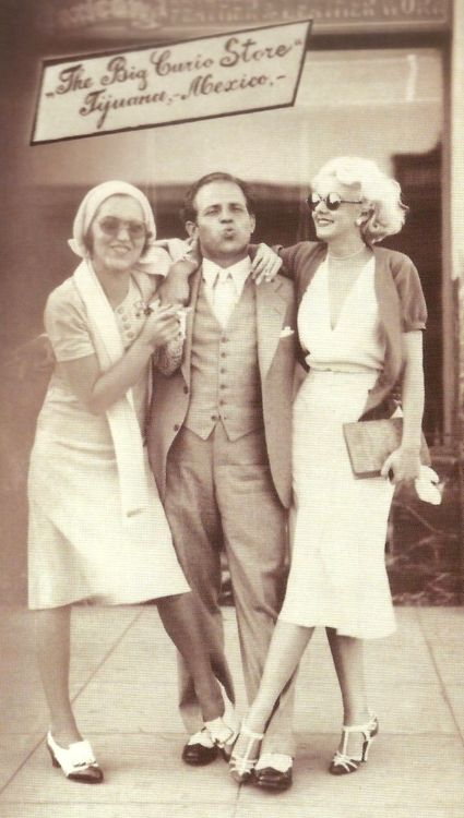 Jean Harlow (with Ruth and Johnny Hamp) Tijuana Mexico 1930s dress fashion style photo print ad movie star casual day skirt shoes top shirt scarf purse men suit 30s