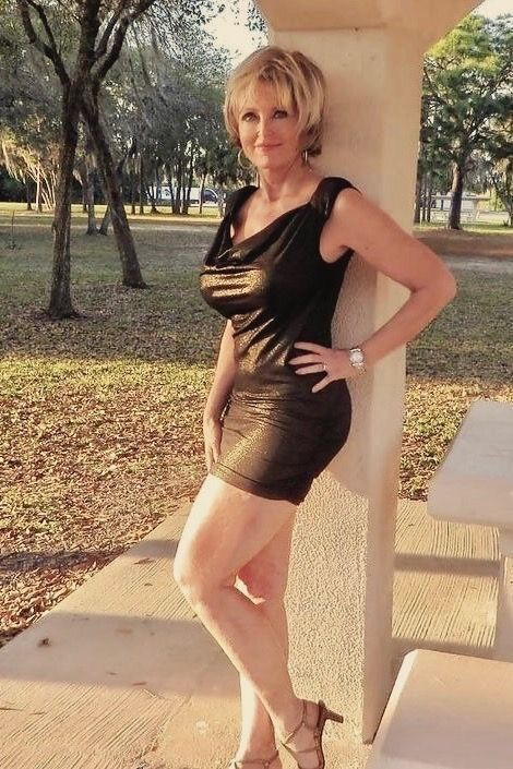 Can Curvy mature in black mini skirt