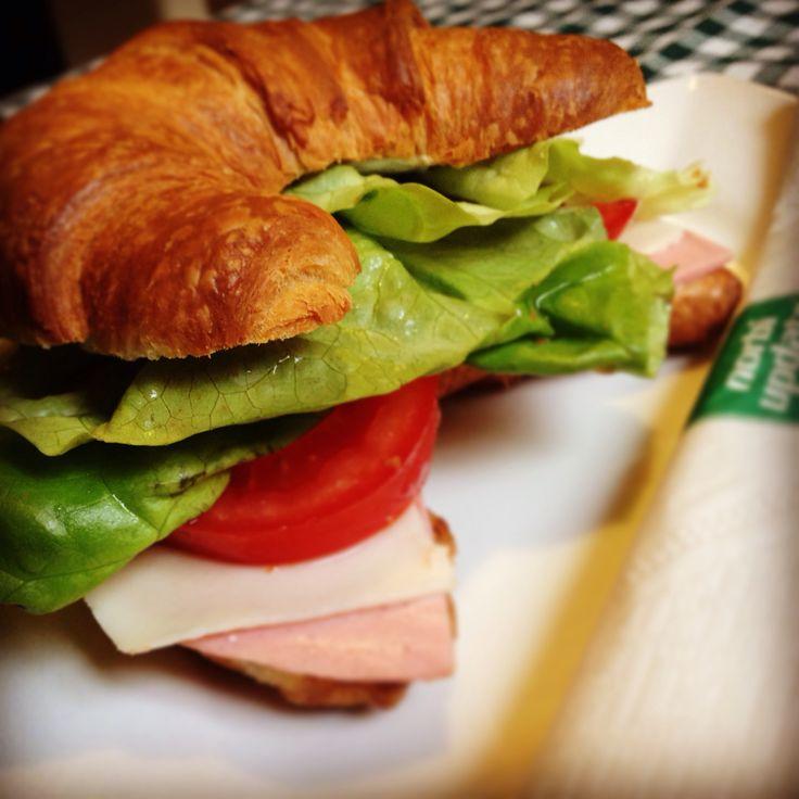 Kóstoltad már az új croissant szendvicsünket?  #reggelizz  #update1szendvics #szendvics